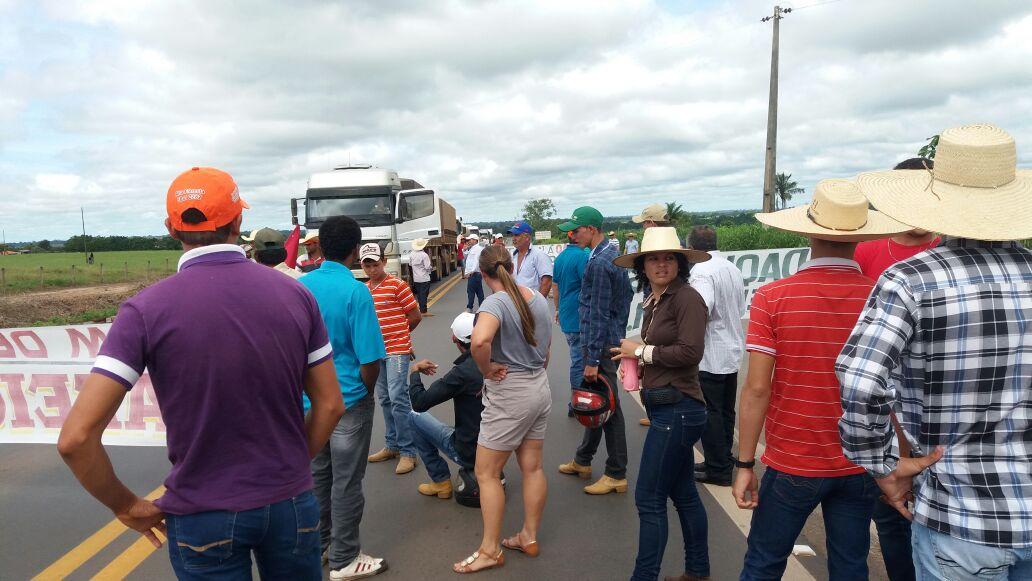 Produtores de café de Rondônia fecham parte da BR 364 nesta 3ª feira - Reprodução: Redes sociais